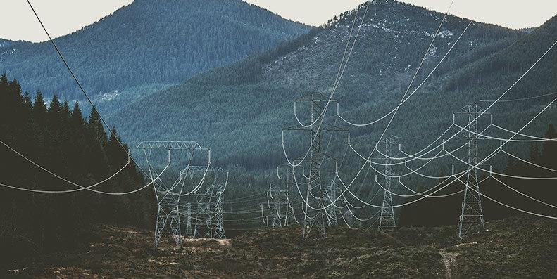 Vanskelig å bygge: Norge byr på et utfordrende landskap for frakting av strøm over lengre avstander