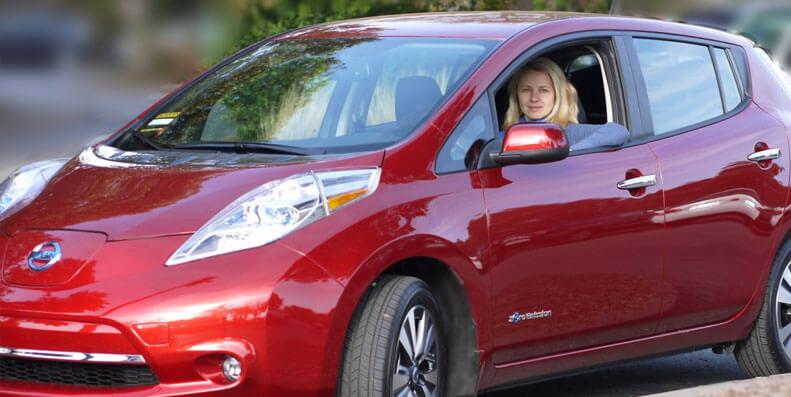 STORE FORSKJELLER: Nissan LEAF og nyere modeller er en populær el-bil i Norge - slik får du den forsikret billigst mulig