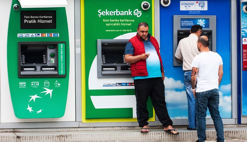 Bruk et kredittkort når du tar ut penger i minibanker
